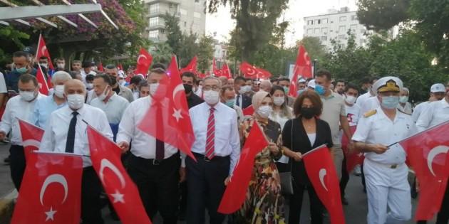Mersinliler, 15 Temmuz'un yıl dönümünde meydanlara akın etti
