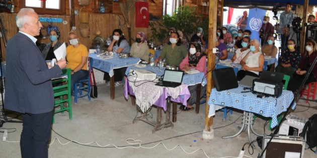 Akdeniz'de kadın çiftçilere İş Sağlığı ve Güvenliği eğitimi verildi