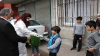 Buyuksehirden okula gidemeyen çocuklara süt