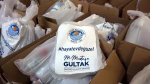 Akdeniz Belediyesinden vatandaşa dezenfektan desteği