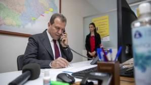 Kriz Merkezi'nde telefonlara Başkan Seçer baktı