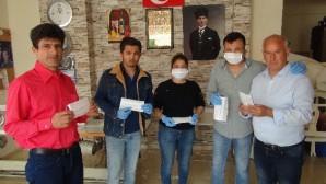 Silifkeli aile atölyelerinde maske dikip ücretsiz dağıtıyor