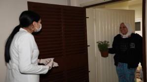 Mezitli'de evden çıkamayan vatandaşlara psikolojik destek