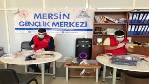 Mersin Gençlik Merkezi, sağlık çalışanları için siperlik maske üretimine başladı