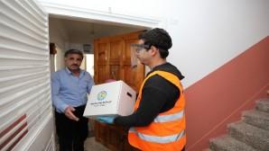 Mezitli Belediyesinden evden çıkmayanlara gazete, ekmek ve gıda desteği