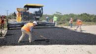 Akdeniz'de asfalt çalışmaları da sürüyor