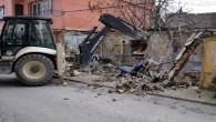 Akdeniz'de halk sağlığını tehdit eden yapılar yıkılıyor