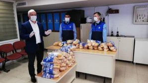 Akdeniz Belediyesi ekmek dağıtımını sürdürüyor