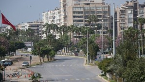 Üç günlük sokağa çıkma kısıtlamasının ilk günü Mersin'de cadde ve sokaklar boşaldı