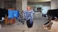 Yaşlı adam 15 yıldır metruk binada yaşıyor