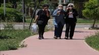 Mersin'de yaşlılar sahile ve parklara akın etti