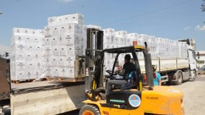 Mersin Büyükşehir'den Esnafa 15 bin 500 Gıda Kolisi Yardımı