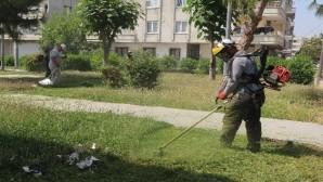Akdeniz'de park ve bahçelerin bakım çalışmaları hız kazandı