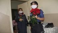 Kadın polislerden anneler günü kutlaması