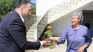 Başkan Yılmaz'dan her anneye çiçek