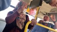 Yaşlı çifti otobüsten indirmek kolay olmadı