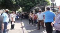 Mersin'de YKS'de veliler sosyal mesafe kurallarını hiçe saydı