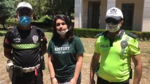Kimliğini kaybeden öğrencinin yardımına polis yetişti