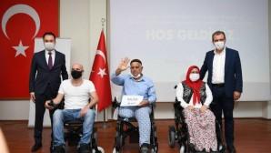 50 engelli yurttaşa akülü tekerlekli sandalyeleri teslim edildi.