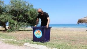 Mezitli Belediyesi, plajlara özel çöp kovası üretiyor