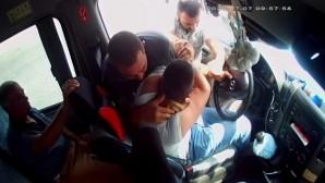 Yolcuların gözü önünde şoförü dövdüler