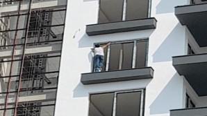 8. katta boya kovası üzerinde çalışan işçi yürekleri ağızlara getirdi