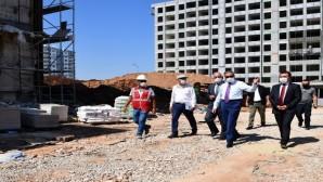 Vali Su, Mezitli yeni hükümet konağı inşaatında incelemelerde bulundu