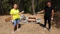 Sosyal medya aracılığıyla buluşan gençler ormandaki çöpleri temizledi