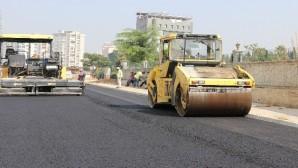 Toroslar'da yol yapım ve asfalt çalışmaları sürüyor