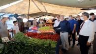 Akdeniz'de pazar yerinde korona virüs denetimi
