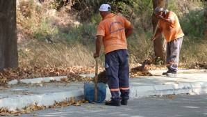 Toroslar'da 'şok temizlik' ekibi sokakları temizliyor
