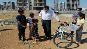 Başkan Özyiğit sözünü tuttu, Esmanur bisikletine kavuştu