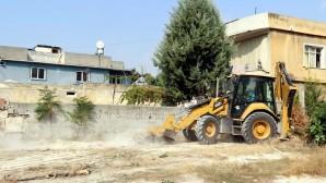 Akdeniz'de boş arsalar temizleniyor