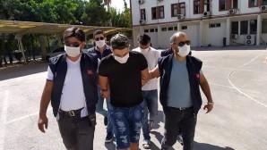 Kendilerini polis olarak tanıtıp yabancı turistleri soydular