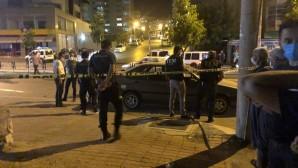 Trafikte tartıştığı kişinin bıçak çektiği polis, silahına sarıldı: 1 yaralı