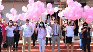 Meme kanserine karşı gökyüzüne pembe balonlar bırakıldı