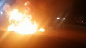 Otoyolda otomobil alev alev yandı
