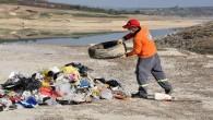 Berdan Barajı'nda sular çekildi, atıklar gün yüzüne çıktı