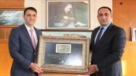 Başkan Yılmaz, 'Bozkurtlu paranın' orijinalini Altınok'a taktim etti