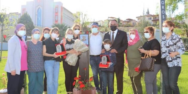 Başkan Yılmaz'dan yaşamını yitiren sağlık kahramanlarının ailelerine plaket