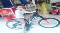 Küçük çocuğun bisikletini çocuklar çaldı