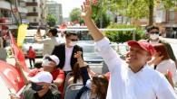 Başkan Seçer, konvoy yapıp halkın bayramını kutladı