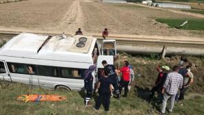 Tarım işçilerini taşıyan minibüs şarampole devrildi: 7 yaralı