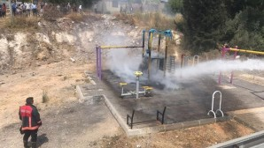 Çocuk oyun parkı yandı