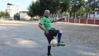 81 yaşında teselliyi futbolda buldu