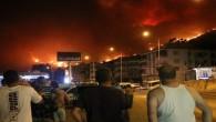 Yangından kaçan vatandaşlar belediye önünde toplandı