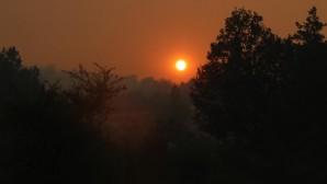 Aydıncık'ta yangın sürüyor.. Güneş kızıla boyandı.. 50 ev boşaltıldı