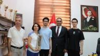 Başkan Yılmaz'dan ikiz kardeşlerin YKS başarılarına ödül