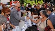 Başkan Gültak hayvanseverlere mama ve yuva dağıttı