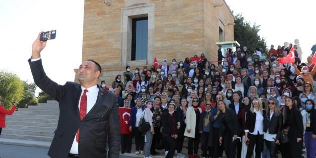 Başkan Yılmaz, Mersin'den 350 kadın ile birlikte Ata'nın huzuruna çıktı